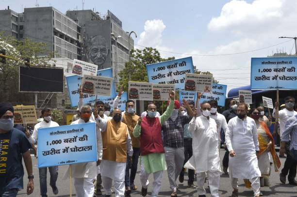 IND: BJP Leader Vijay Goel And Supporters Protest Against Delhi Govt