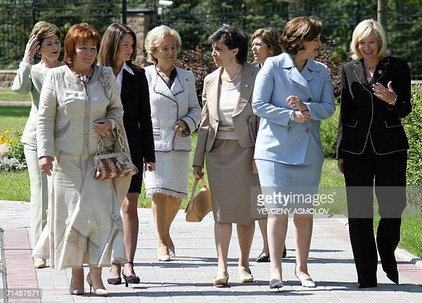 Leaders' First ladies walk prior to attend a round table meeting at the Konstantinovsky Palace in Strelna outside St.Petersburg, 16 July 2006. Group...