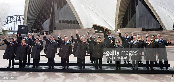 Leaders from 21 Pacific rim pose for a group photograph at the Sydney Opera House 08 September 2007 during the AsiaPacific Economic Cooperation forum...