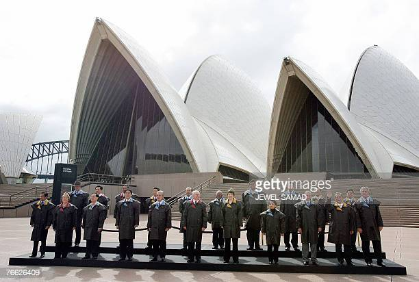 Leaders from the 21 Pacific rim pose for a group photograph at the Sydney Opera House 08 September 2007 during the AsiaPacific Economic Cooperation...