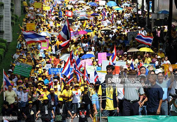 Leaders from the socalled People's Alliance for Democracy wave while parading during a demonstation in Bangkok on August 19 2008 Thousands of...