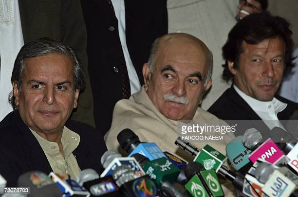Leaders of All Parties Democratic Movement Alliance Javed Hashmi Asfandyar Wali Imran Khan attend a press conference after an APDMA meeting in...