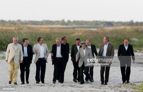 Leaders of the Group of Eight Summit stroll the beach in the evening 09 June 2004 on Sea Island in the southeastern coastal state of Georgia From...