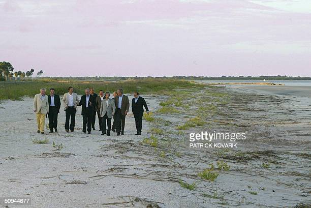 Leaders of the Group of Eight Summit stroll the beach of Sea Island 09 June 2004 in the southeastern coastal state of Georgia From LR Prime Minister...