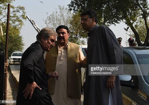 Leaders of the Pakistan TehreekiInsaf political party Shah Mehmood Qureshi and Asad Umar speak with the head of the Awami Muslim League Shaikh...
