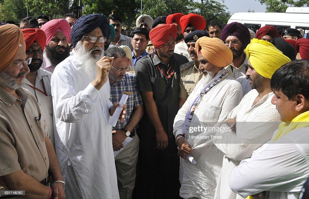 AAP leaders Sucha Singh Chotepur Bhagwant Maan Sanjay Singh along with other leaders giving memorandum to Punjab Chief Minister Parkash Singh Badal...