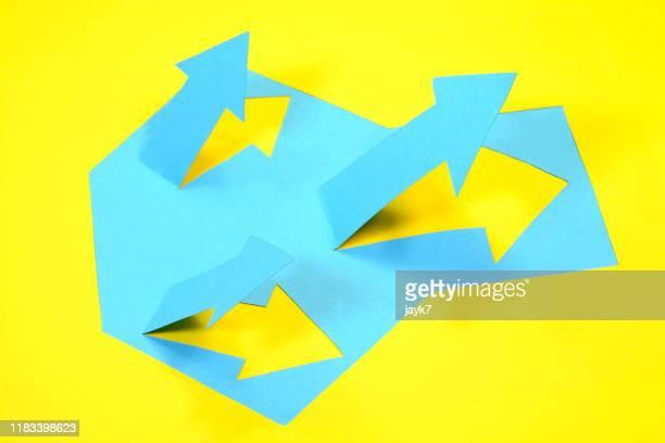 leadership - papierhandwerk stock-fotos und bilder