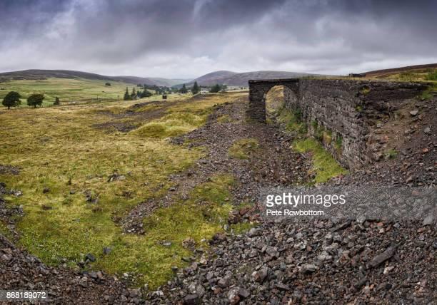 leadhills ruins - weite landschaft stock-fotos und bilder