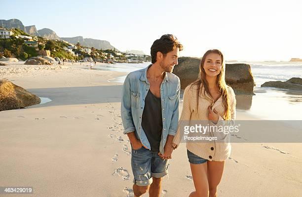 Durch ihn zu einer romantischen Atmosphäre am Strand.