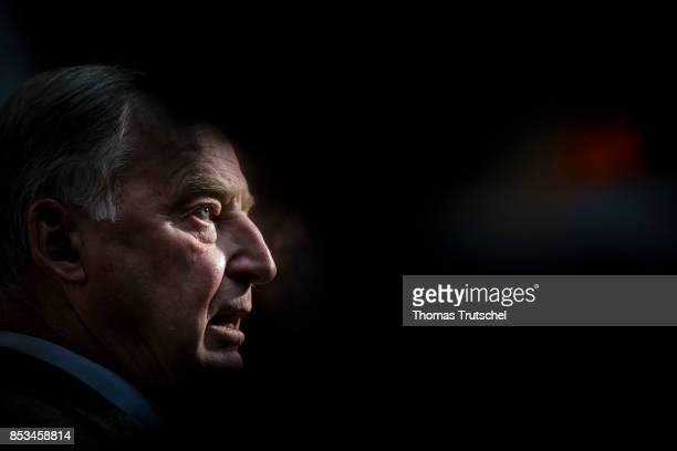 Leading member of the rightwing Alternative for Germany Alexander Gauland speaks to the media at Bundespressekonferenz on September 25 2017 in Berlin...