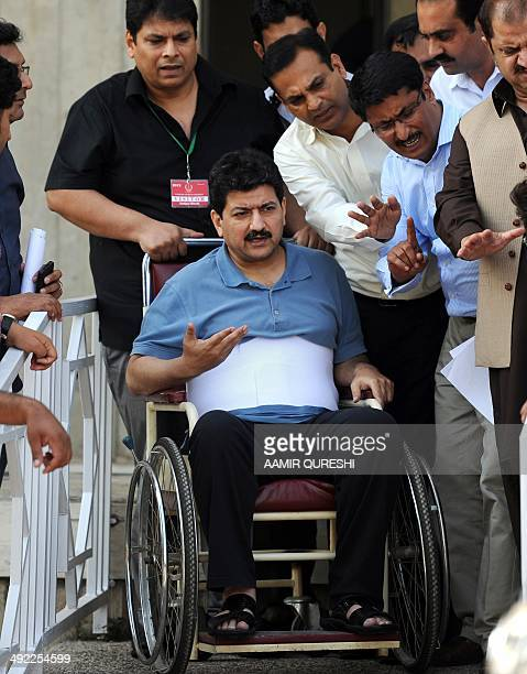 Leading Pakistani TV journalist Hamid Mir who survived an April attack by gumen in Karachi leaves the Supreme Court on a wheelchair after his...
