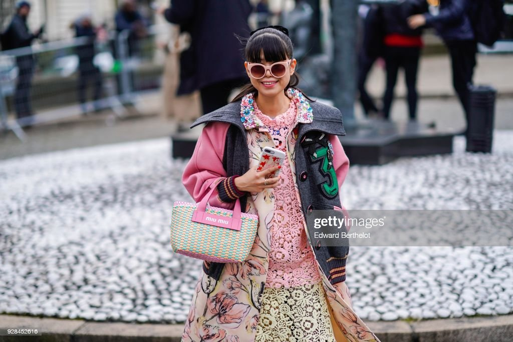 Street Style : Paris Fashion Week Womenswear Fall/Winter 2018/2019 : Day Nine : Photo d'actualité