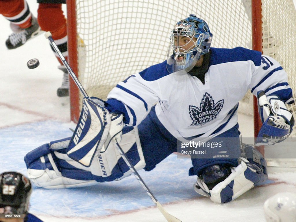 LEAFS---05/04/02--Curtis Joseph turned away 54 of 56 shots as the Toronto Maple Leafs beat the Ottaw : News Photo