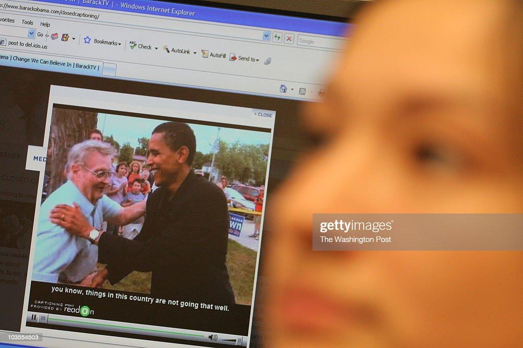 Leah Katz-Hernandez, right, , deaf Gallaudet students, shows : News Photo