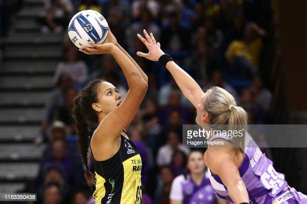 Leana De Bruin of the Stars defends against Aliyah Dunn of the Pulse during the ANZ Premiership Netball Final between the Pulse and the Stars at Te...