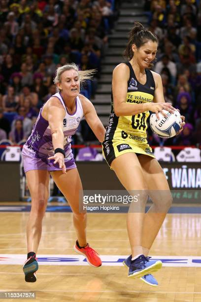 Leana De Bruin of the Stars defends against Ameliaranne Ekenasio of the Pulse during the ANZ Premiership Netball Final between the Pulse and the...