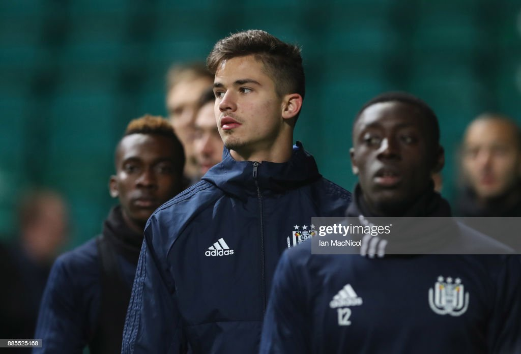 Leander Dendoncker of RSC Anderlecht warms up with team mates during an Anderlecht training session on the eve of their UEFA Champions League match against Celtic at Celtic Park on December 4, 2017 in Glasgow, Scotland.
