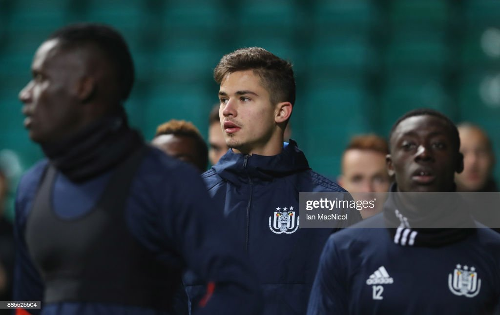 Leander Dendoncker of RSC Anderlecht (C) warms up with team mates during an Anderlecht training session on the eve of their UEFA Champions League match against Celtic at Celtic Park on December 4, 2017 in Glasgow, Scotland.