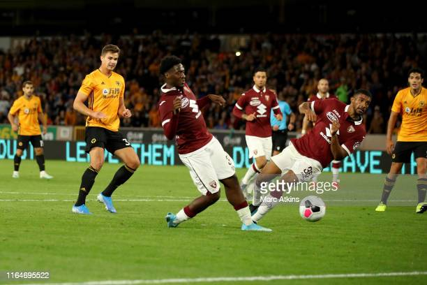 Leander Dendoncker of Wolverhampton Wanderers scores their 2nd goal during the UEFA Europa League Play-Off: Second Leg between Wolverhampton...