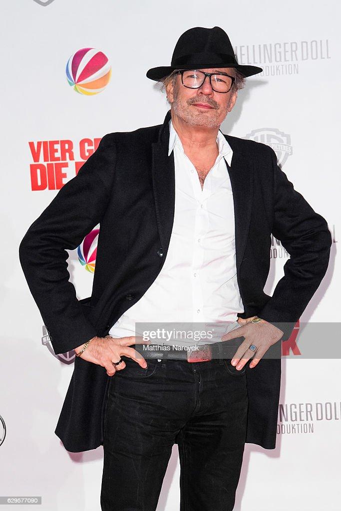 Leander Hausmann attends the German premiere of the film 'Vier gegen die Bank' at CineStar on December 13, 2016 in Berlin, Germany.