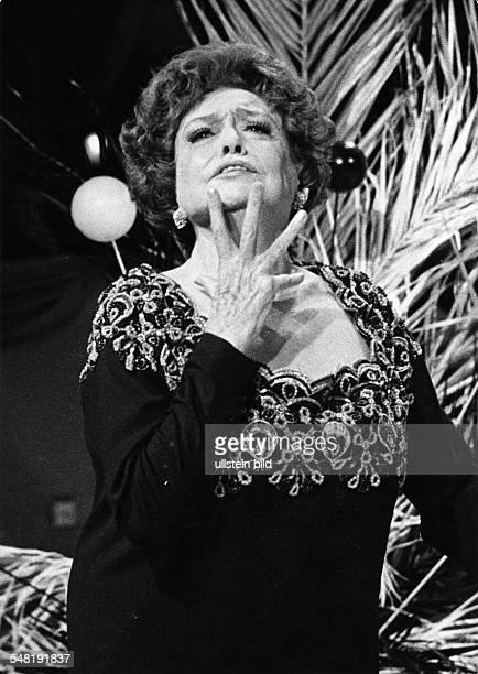 Leander, Zarah - Actress, singer, Sweden *-+ - during a performance on stage - undated, around 1978 Vintage property of ullstein bild