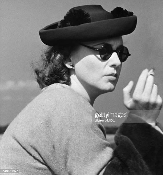 Leander Zarah Actress singer Sweden * Portrait during shootings for the movie 'Der Blaufuchs' Directed by Viktor Tourjansky Germany 1938 Produced by...