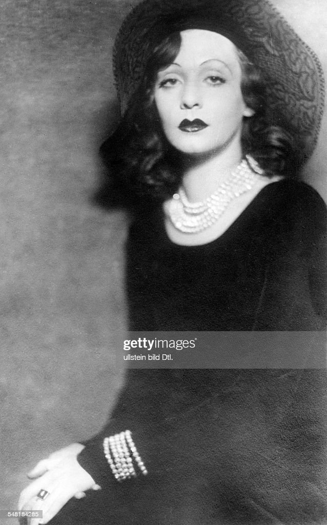Leander, Zarah - Actress, singer, Sweden  *15.03.1907-23.06.1981+   - portrait with hat  - around 1931   - Published in: 'Die Dame'; 23/1931  Vintage property of ullstein bild : News Photo