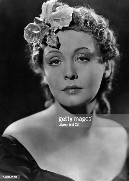 Leander Zarah Actress singer Sweden * rolepicture in the movie 'Das Lied der Wueste' Directed by Paul Martin Germany 1939 Produced by Universum Film...