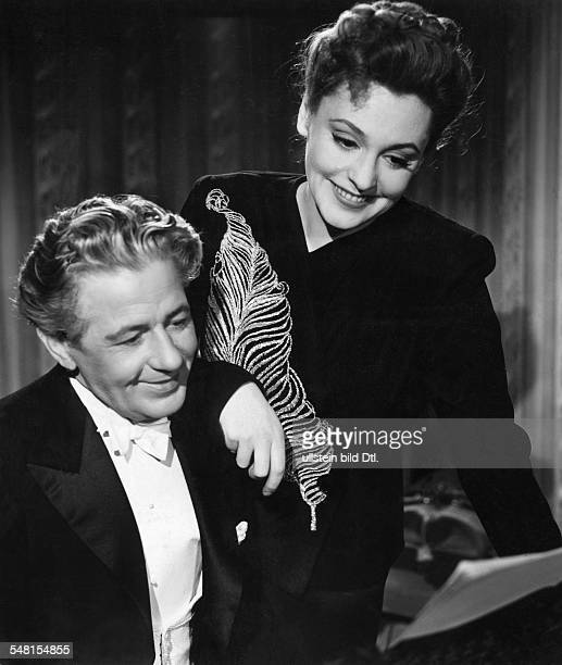 Leander Zarah Actress singer Sweden * Scene from the movie 'Die grosse Liebe' in the role as the singer Hanna Holberg with Paul Hoerbiger as...