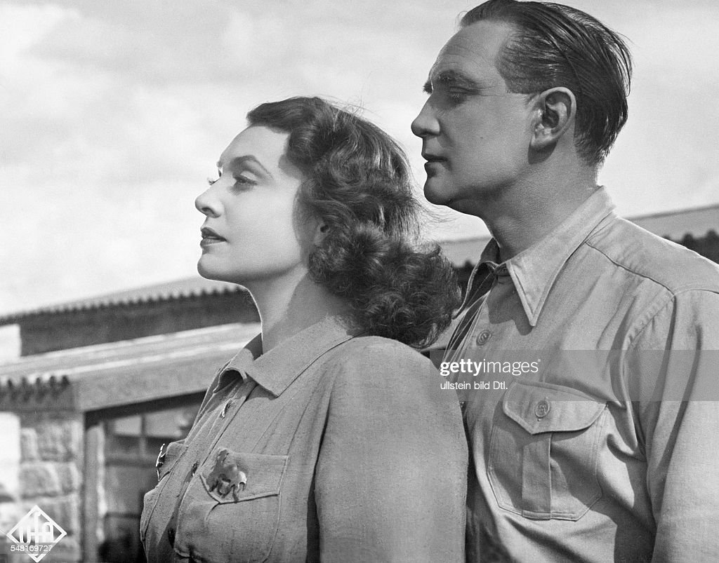 Leander, Zarah - Actress, singer, Sweden  *15.03.1907-23.06.1981+   - Scene from the movie 'Das Lied der Wueste'  - as Grace Collins with Gustav Knuth as Nic Brenton - Directed by: Paul Martin  - Germany 1939  - Produced by: Universum Film AG (UFA)   : News Photo