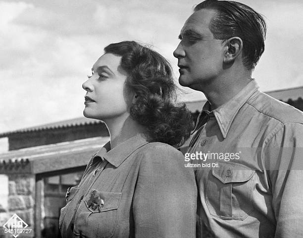 Leander Zarah Actress singer Sweden * Scene from the movie 'Das Lied der Wueste' as Grace Collins with Gustav Knuth as Nic Brenton Directed by Paul...