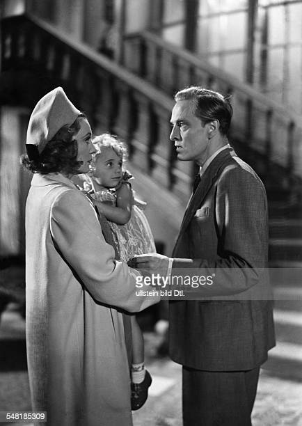 Leander Zarah Actress singer Sweden * Scene from the movie 'Damals' as Vera Meiners with a child on her arm and Hans Stuewe as Jan Meiners Directed...