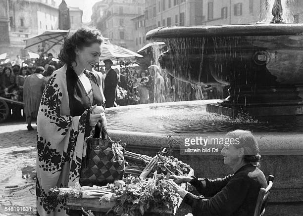 Leander Zarah Actress singer Sweden * Scene from the movie 'Damals' as Vera Meiners at the market Campo de Fiori in Rome Directed by Rolf Hansen...