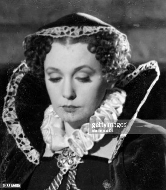 Leander Zarah Actress singer Sweden * Scene from the movie 'Das Herz der Koenigin' in the role as Mary Stuart Directed by Carl Froelich Germany 1940...