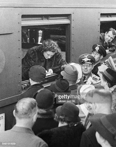 Leander Zarah Actress singer Sweden * Zarah Leander giving autographs out of a train at the station in Stralsund 1939 Vintage property of ullstein...