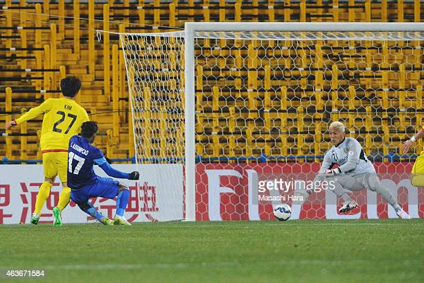 Leandro Assumpcao Da Silva of Chonburi FC scores the first goal during the AFC Champions League playoff round match between Kashiwa Reysol and...