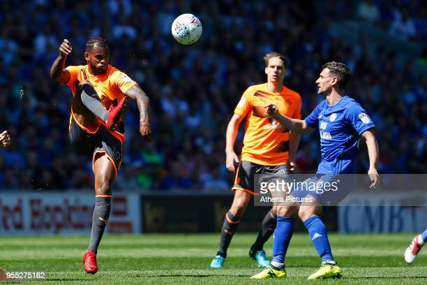 Leandro Bacuna of Reading is marked by Craig Bryson of Cardiff City during the Sky Bet Championship match between Cardiff City and Reading at The...