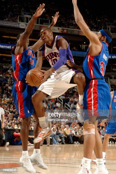 Leandro Barbosa of the Phoenix Suns drives for a shot between Antonio McDyess and Rasheed Wallace of the Detroit Pistons in an NBA game played at US...