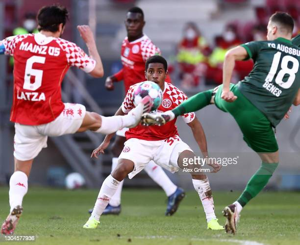 Leandro Barreiro 8C) of Mainz reacts as Danny Latza of Mainz and Laszlo Benes of Augsburg battle for the ball during the Bundesliga match between 1....