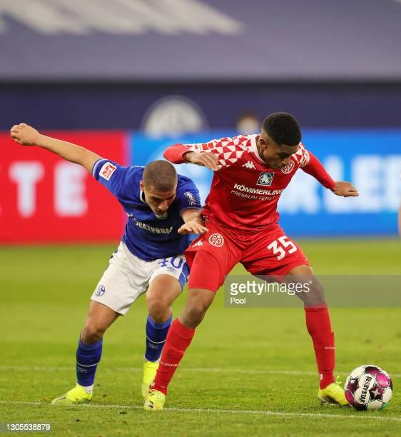 Leandro Barreiro of 1.FSV Mainz 05 battles for possession with Nabil Bentaleb of FC Schalke 04 during the Bundesliga match between FC Schalke 04 and...