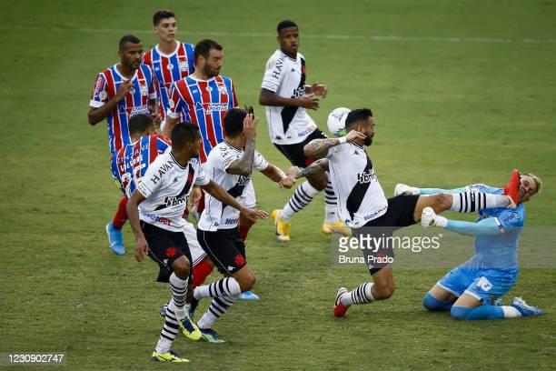 Leandro Castan of Vasco da Gama fouls Douglas Friedrich of Bahia and receives the red card during the match between Vasco da Gama and Bahia as part...