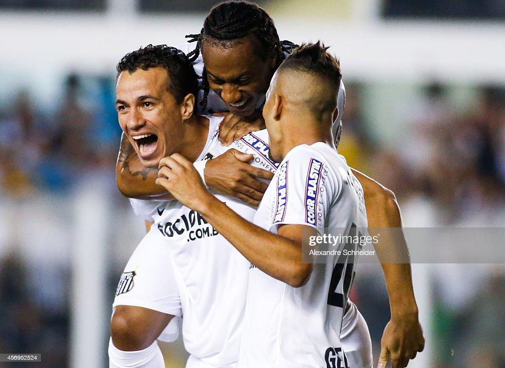 Santos v Bahia - Brasileirao Series A 2014 : ニュース写真