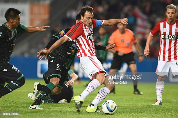 Leandro Desabato of Estudiantes de la Plata kicks the ball during a match between Estudiantes and San Martin as part of 16th round of Torneo Primera...