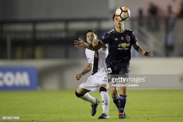 Leandro Desabato of Vasco da Gama struggles for the ball with Ángelo Araos of Universidad de Chile during a Group Stage match between Vasco and...