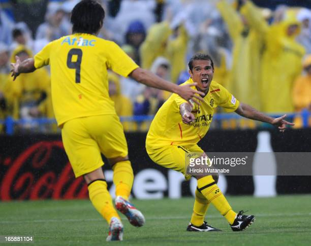 Leandro Domingues of Kashiwa Reysol celebrates scoring the second goal with his teammate Masato Kudo during the J.League match between Kashiwa Reysol...