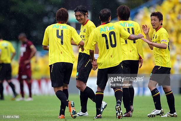 Leandro Domingues of Kashiwa Reysol celebrates third goal with teammate and Hideaki Kitajima during JLeague match between Kashiwa Reysol and Vissel...