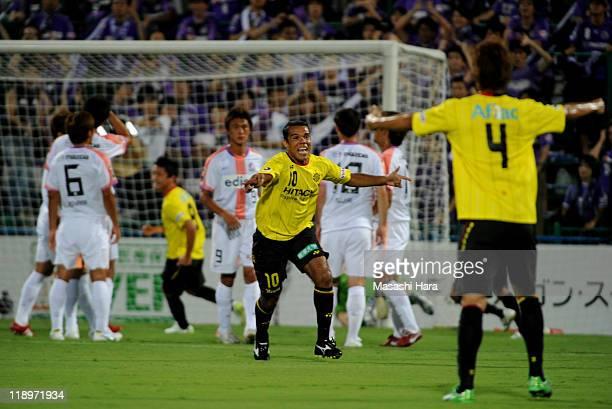 Leandro Domingues ofKashiwa Reysol celebrates his goal during the J.League match between Kashiwa Reysol and Sanfrecce Hiroshima at Hitach Kashiwa...