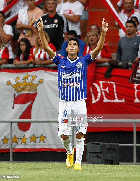 Leandro Fernandez of Godoy Cruz and teammates celebrate their team's first goal during a match between Estudiantes and Godoy Cruz as part of second...