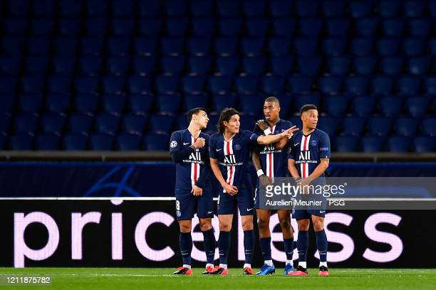 Leandro Paredes Edinson Cavani Presnel Kimpembe and Thilo Kehrer of PAris SaintGermain line up before a free kick during the UEFA Champions League...