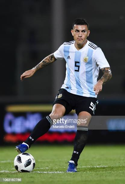 Leandro Paredes of Argentina drives the ball during a friendly match between Argentina and Mexico at Mario Kempes Stadium on November 16 2018 in...